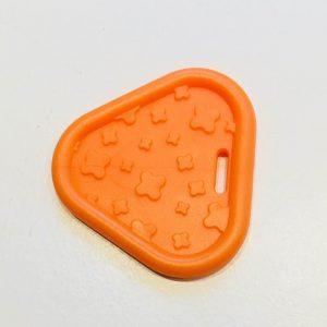 Trekant bidering med knopper i orange / 1 stk