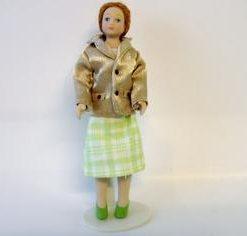 Mette, guldfarvet jakke, grøn nederdel / Dukkehus
