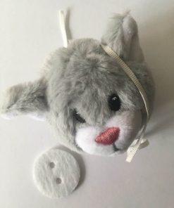 Plush pompom med et sødt kattehoved