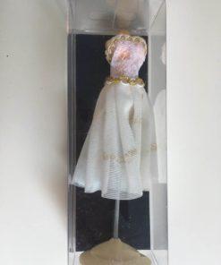 Gine med kjole / Dukkehus