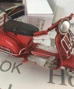 Rød scooter / dukkehus