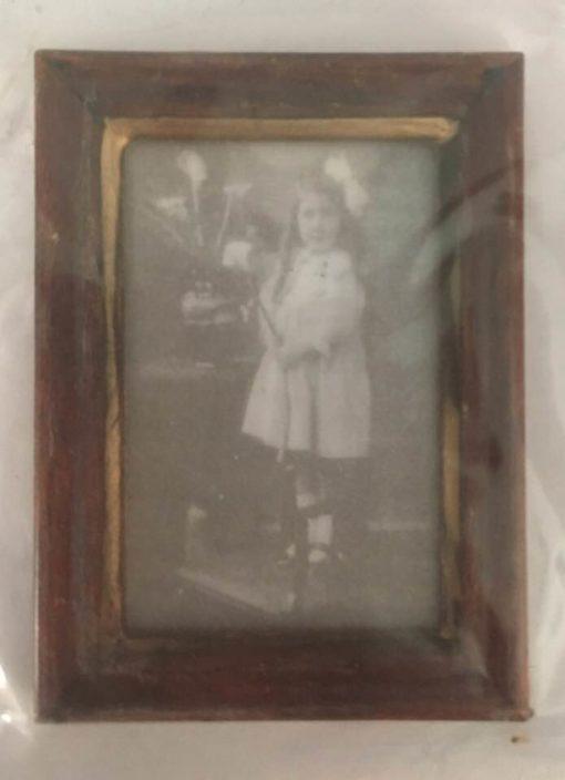 Billede sort/hvid pige 3,5x5 cm / Dukkehus