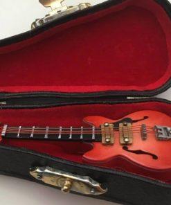 El Guitar / Dukkehus